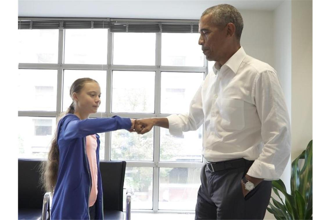 "Greta Thunberg wird von Barack Obama per ""Fist Bump"" verabschiedet. Foto: The Obama Foundation"