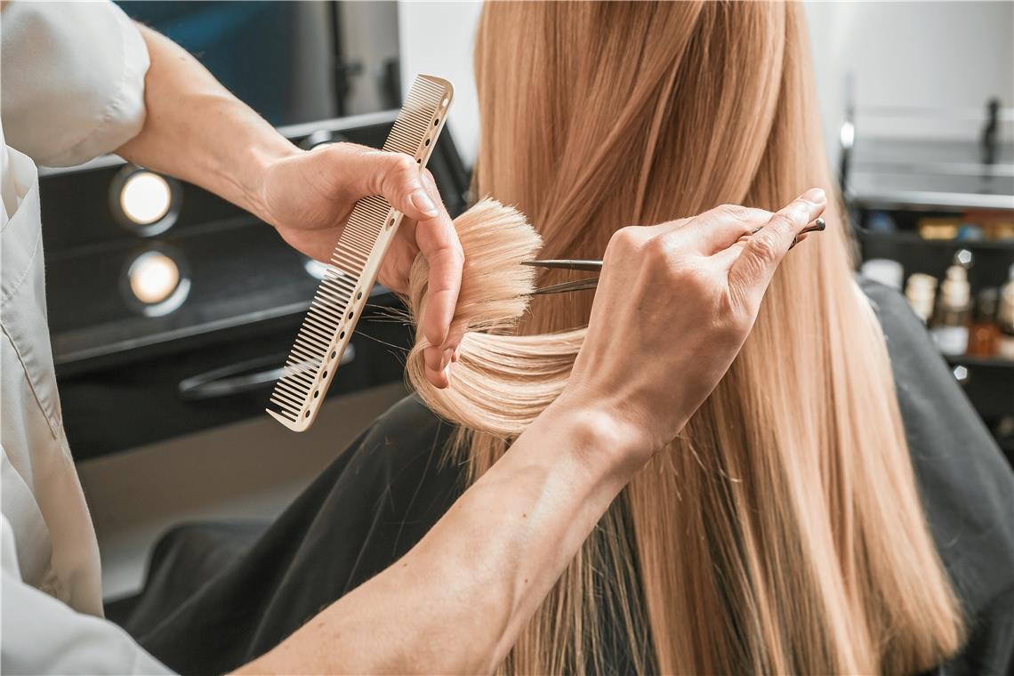 Sehr lange haare abschneiden